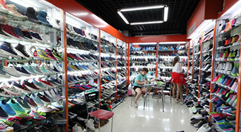 Yiwu shoes market