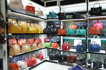 Yiwu bags and suitcases market